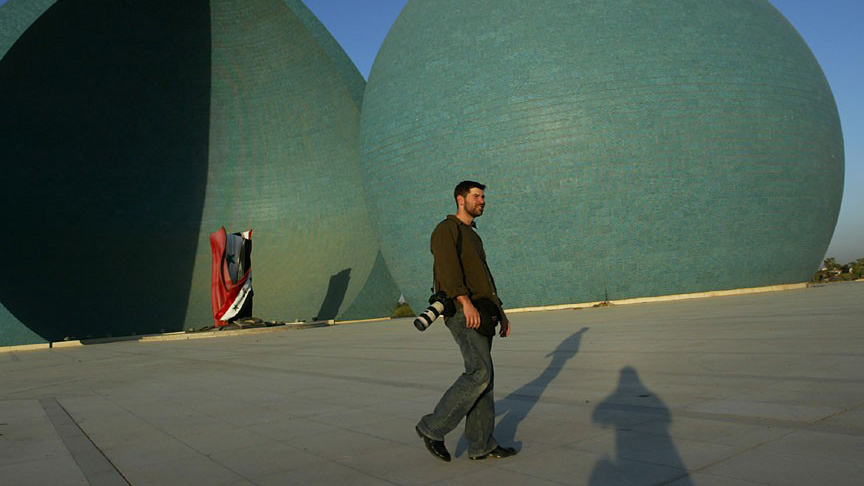 Chris Hondros at the Martyrs Monument in Iraq