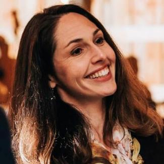 Headshot of Laura Call