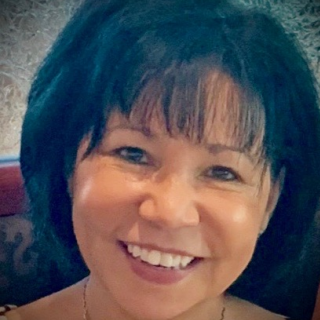 headshot of Lynn Morris