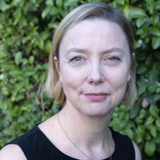 Headshot of Nora Haenn