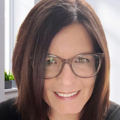 Headshot of Stacy de Coster