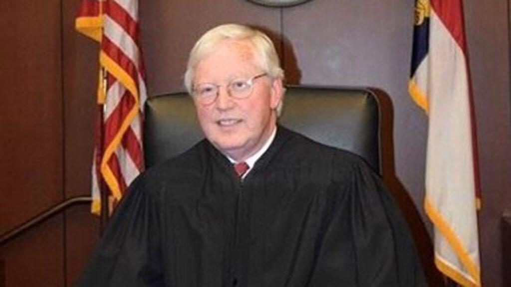 Judge Rader sits in court